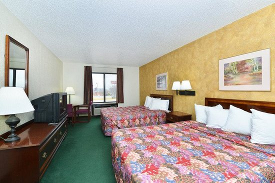 Americas Best Value Inn- Ozark/Springfield: Two Queen Beds