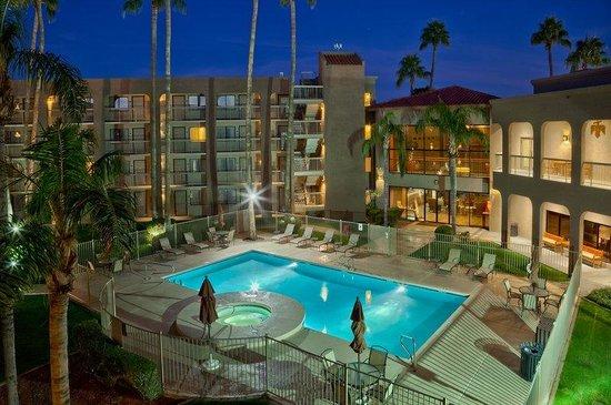 BEST WESTERN PLUS Scottsdale Thunderbird Suites: Pool-Courtyard
