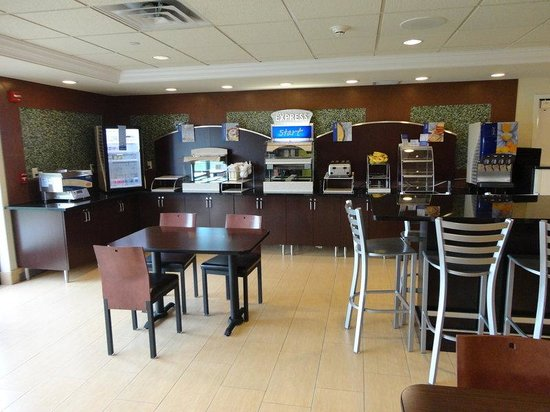 Holiday Inn Express & Suites Rogers: Breakfast Area