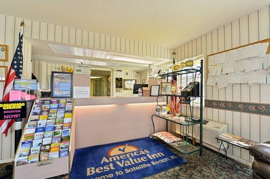 Americas Best Value Inn - Satellite Beach / Melbourne: Front Desk