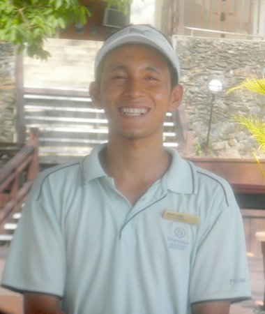 Century Langkawi Beach Resort : One of the friendly barmen.