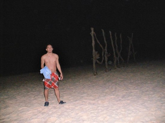 Boracay Ecovillage Resort and Convention Center: Night swimming at Puka beach