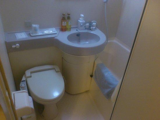 Smile Hotel Asahikawa: 狭い洗面所