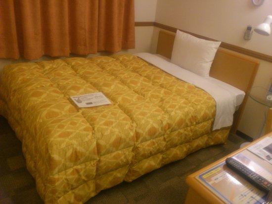 Toyoko Inn Asahikawa Ekimae Ichijo-dori : 大きなベット