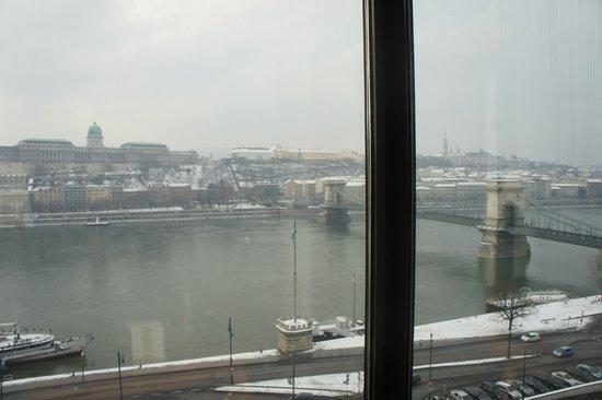 Sofitel Budapest Chain Bridge : вид на мост днем