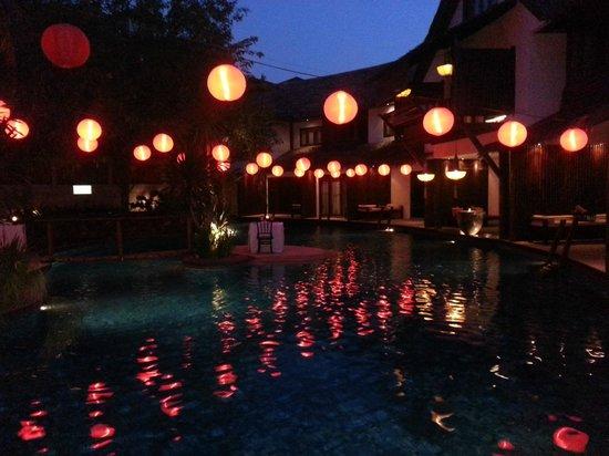 Villa Samadhi: Evening at the pool