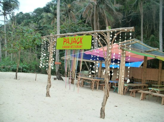 Boracay Ecovillage Resort and Convention Center: Pajack restaurant at Puka beach