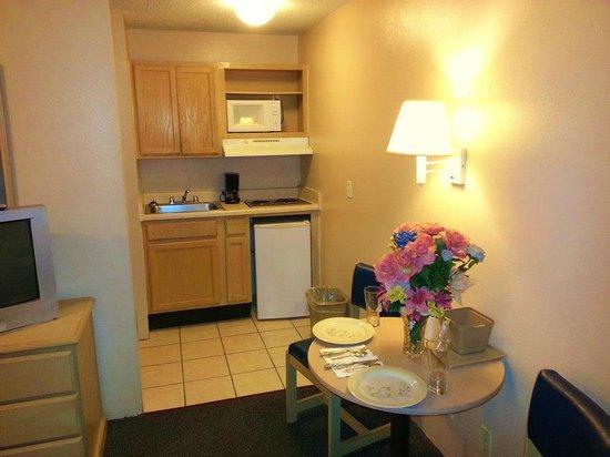 Cornerstone Lodge of Foley: In-Room Kitchen