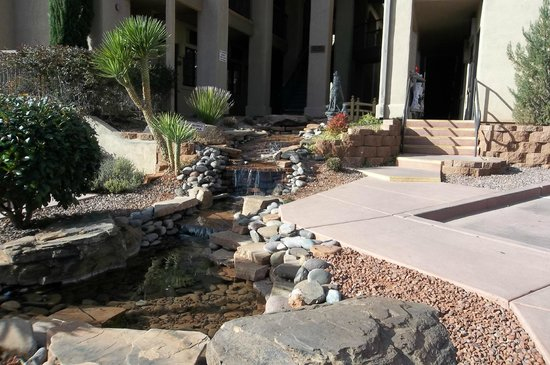 Sedona Real Inn and Suites: outdoor landscaping