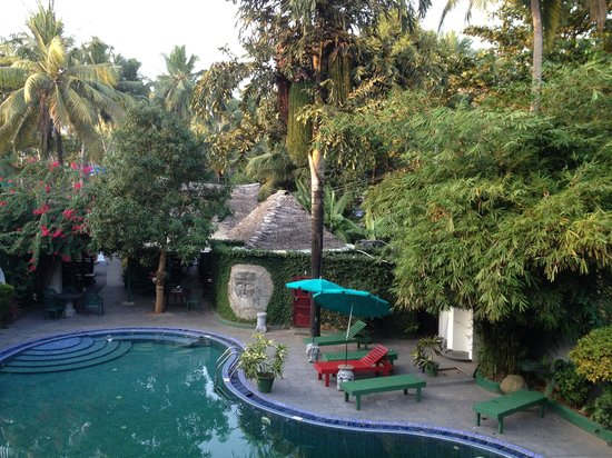 Molly's Retreat: Upstairs veranda view