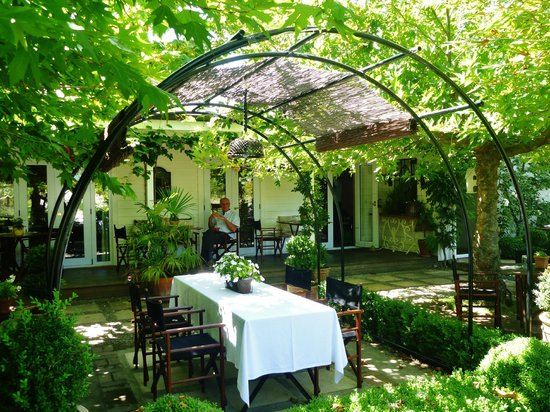 Hans Herzog Estate: outside terrace