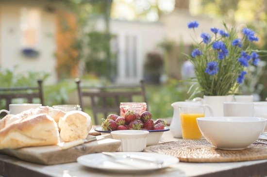 Admiral Collingwood Lodge: Breakfast with a view of the garden