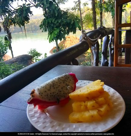 Horizon Resort Koh Kood: fruit at the balcony of restaurant