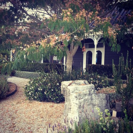 Country Homestead at Black Sheep Farm : Beautiful gardens surround the homestead