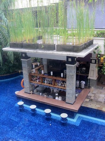 Permata Kuta Hotel by Zeeti International: View from our room - the poor bar