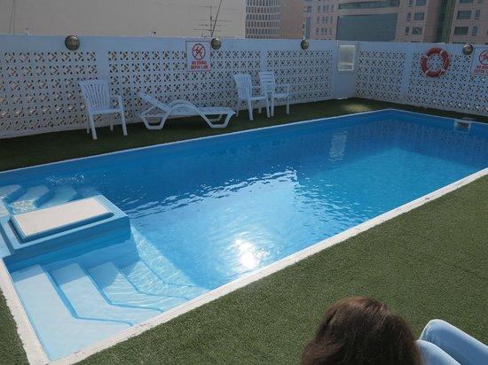 Landmark Hotel Baniyas: мини бассейн, издающий странные звуки