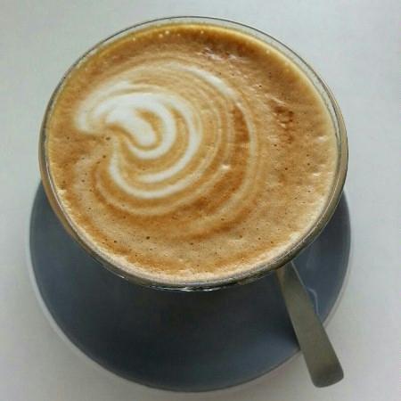 Deluca cafe: latte glass!!