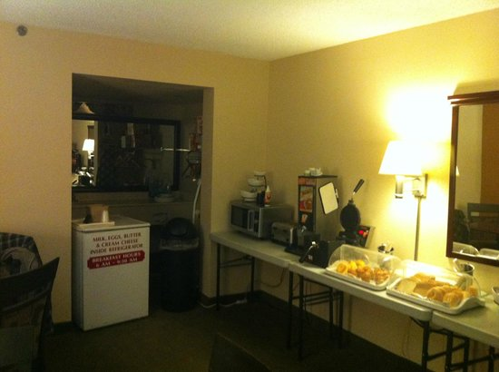 Quality Inn - Stone Mountain: Breakfast in temporary location