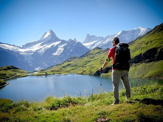 Nature's Friends : The hike from Faulhorn to Grindelwald and Naturfreundehaus