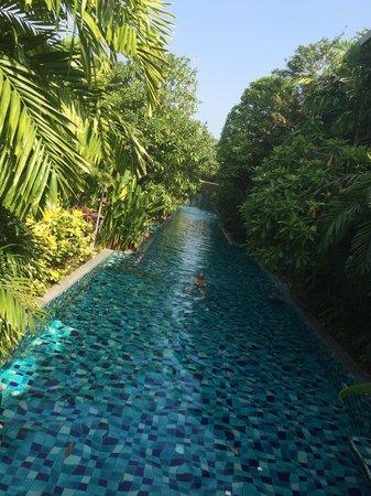 Metadee Resort and Villas : pool - river