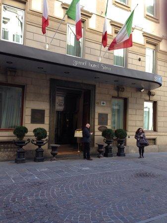 Grand Hotel Sitea: L'ingresso del Sitea su via Carlo Alberto