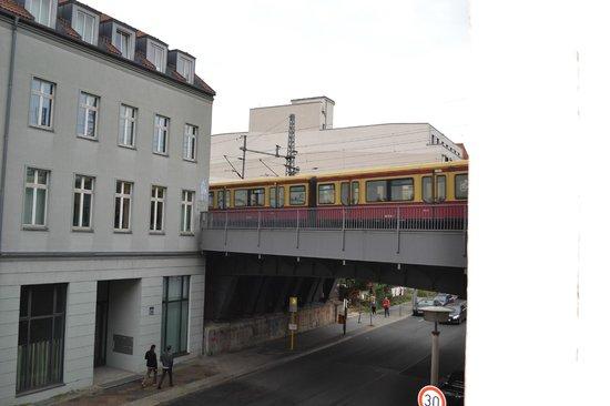 Arte Luise Kunsthotel: Trainline from my window