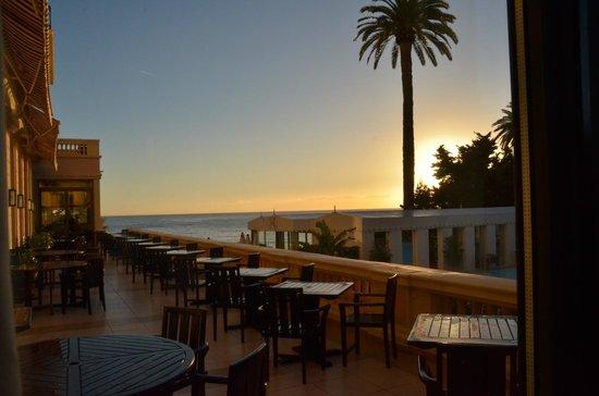 Hotel Royal-Riviera: Mooi terras achter het hoofdrestaurant