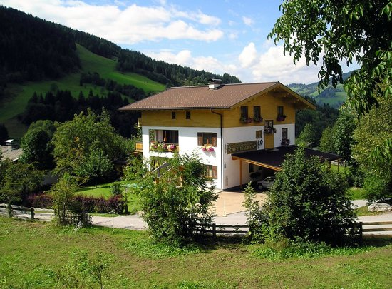 Pension Cafe Wagrain: AnsichtSommer