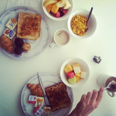 Cairns Queenslander Hotel and Apartments: petit déjeuner buffet continental