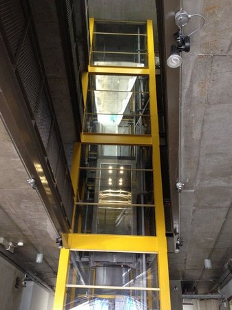 The Warehouse Bangkok: лифт