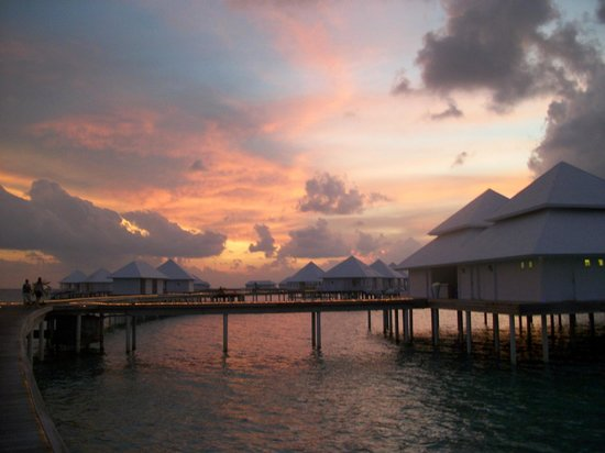Diamonds Thudufushi : coucher soleil