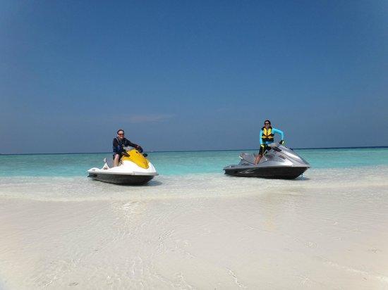 Huvafen Fushi Maldives: Jet ski to sandbank