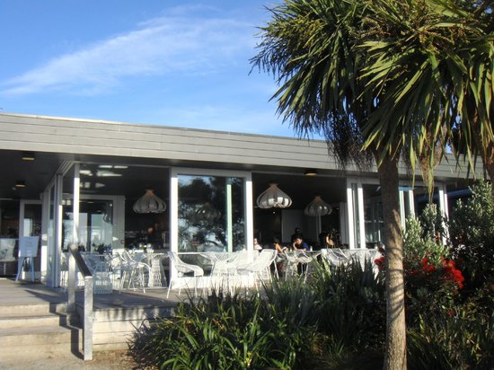 Takapuna Beach Cafe: Outdoor seating of Cafe