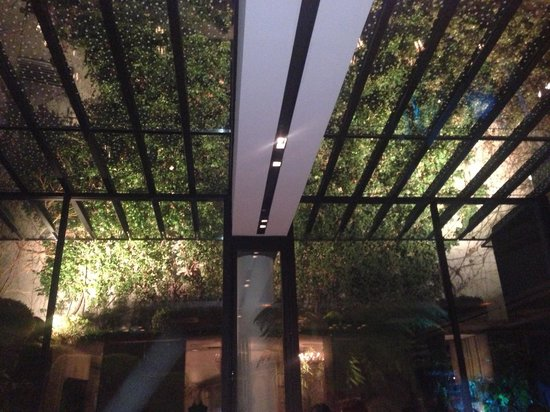 La Maison Champs Elysees: Hallway