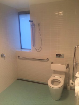 Salamanca Wharf Hotel: According to the hotel for our Premium room this is the 'en suite bathroom offers a deluxe showe
