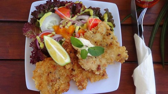 The Mooring: Mahi mahi salad