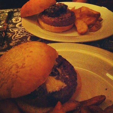 Pecado Carnal : Hamburguesa Portobello y Black Garlick Kobe Burguer.