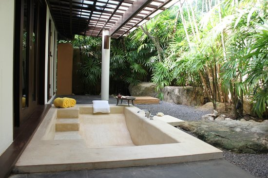 Phulay Bay, A Ritz-Carlton Reserve: Ванна просто шикарная