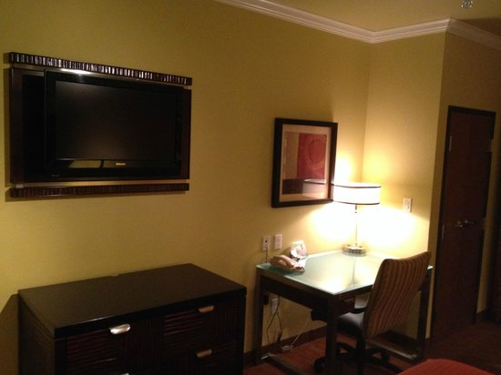 Holiday Inn Hotel & Suites McKinney - Fairview: wall mounted flat-screen TV