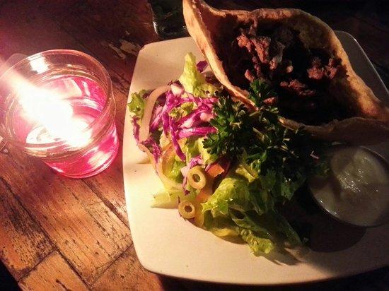 ViaVia: Pita shoarma and Salad ��