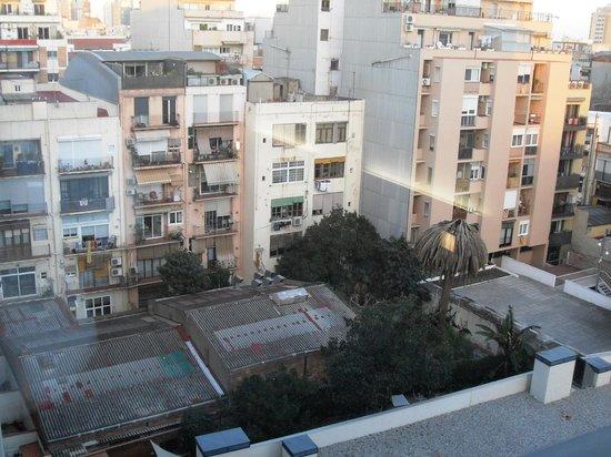 Travelodge Barcelona Poblenou: Blick aus dem Zimmer (8. Etage) in den ruhigen Innenhof