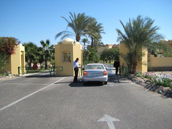 Sofitel Taba Heights: вїзд на територію