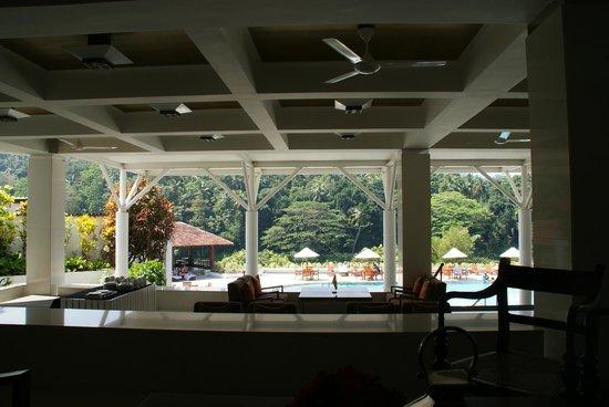 Cinnamon Citadel Kandy: Pool/ Bar