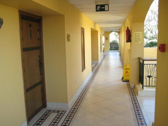 Sofitel Taba Heights: коридор