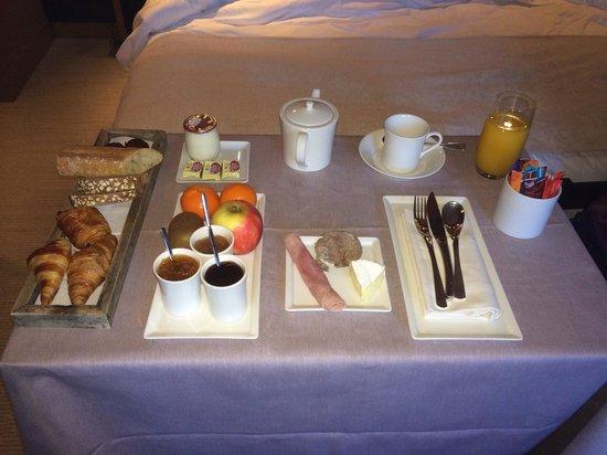 Ivan Vautier Hotel : Petit dejeuner servi en chambre