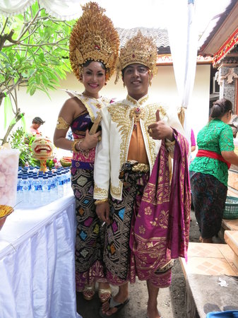Kuta EcoStay Guest House: Meet our neighbours! Kuta EcoStay in the heart of Kuta and the heart of Bali