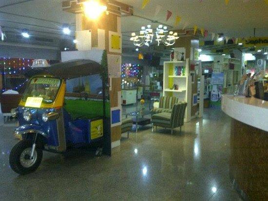 Saphaipae Hostel: The Lobby