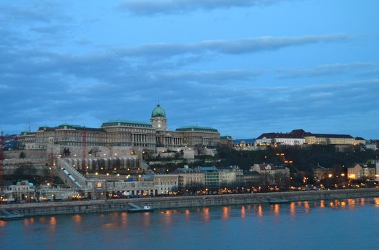 Budapest Marriott Hotel: early morning view of the Danube River and the Buda Castle