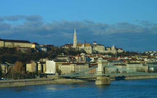 Budapest Marriott Hotel : mid morning view of the Danube River, Buda Castle and the Chain Bridge