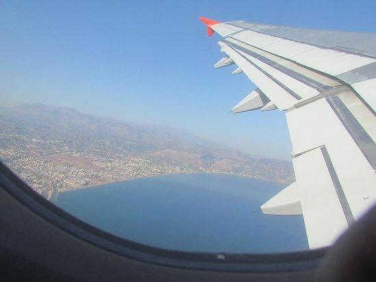 Eva Bay Hotel : Под крылом самолета